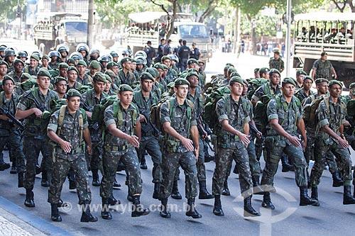 Assunto: Soldados do exército durante o desfile em comemoração ao Sete de Setembro na Avenida Presidente Vargas / Local: Centro - Rio de Janeiro (RJ) - Brasil / Data: 09/2013