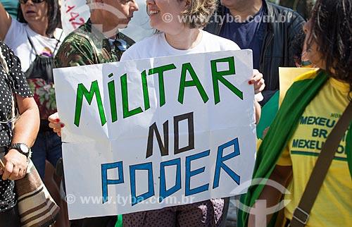 Assunto: Manifestação favorável a volta dos militares ao poder durante o desfile em comemoração ao Sete de Setembro na Avenida Presidente Vargas / Local: Centro - Rio de Janeiro (RJ) - Brasil / Data: 09/2013