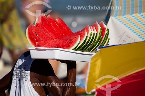 Assunto: Venda de fatias de melancia na Praia de Ipanema - Posto 9 / Local: Ipanema - Rio de Janeiro (RJ) - Brasil / Data: 09/2013