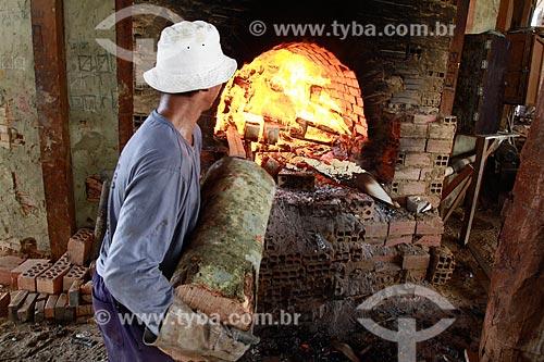 Assunto: Homem trabalhando em Olaria / Local: Iranduba - Amazonas (AM) - Brasil / Data: 09/2013