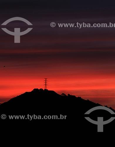 Assunto: Torre de transmissão de energia elétrica ao entardecer / Local: Bangu - Rio de Janeiro (RJ) - Brasil / Data: 05/2013