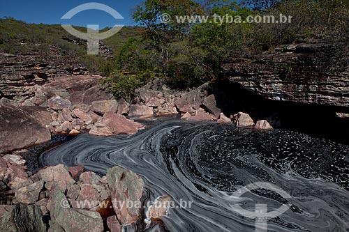 Assunto: Espuma acumulada entre as pedras do Rio Espelhado / Local: Santa Rita de Ibitipoca - Minas Gerais (MG) - Brasil / Data: 09/2012
