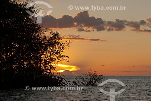 Assunto: Pôr do sol no Rio Preguiças próximo ao Parque Nacional dos Lençóis Maranhenses / Local: Barreirinhas - Maranhão (MA) - Brasil / Data: 07/2010