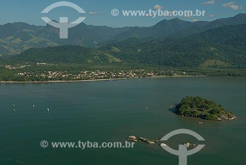 Assunto: Praia do Jabaquara com a Serra da Bocaina ao fundo / Local: Paraty - Rio de Janeiro (RJ) - Brasil / Data: 04/2011