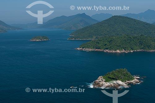 Assunto: Foto aérea da Ilha Sernambi (menor) e da Ilha do Algodão na Área de Proteção Ambiental de Cairuçu / Local: Paraty-Mirim - Paraty - Rio de Janeiro (RJ) - Brasil / Data: 04/2011