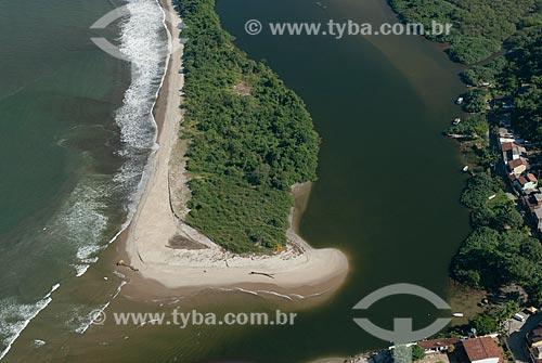 Assunto: Foto aérea da foz do Rio Mambucada / Local: Distrito de Mambucada - Angra dos Reis - Rio de Janeiro (RJ) - Brasil / Data: 04/2011