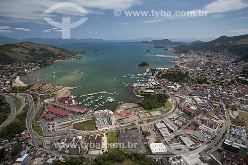 Assunto: Foto aérea do Parque das Palmeiras com o Shopping Piratas Mall à esquerda / Local: Angra dos Reis - Rio de Janeiro (RJ) - Brasil / Data: 04/2011