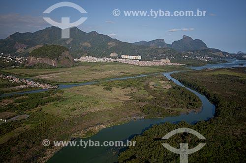 Assunto: Foto aérea da Lagoa de Camorim com a Pedra da Gávea ao fundo / Local: Barra da Tijuca - Rio de Janeiro (RJ) - Brasil / Data: 04/2011