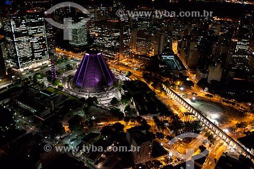 Assunto: Foto aérea da Catedral de São Sebastião do Rio de Janeiro (1979) e dos Arcos da Lapa (1750) / Local: Centro - Rio de Janeiro (RJ) - Brasil / Data: 04/2011