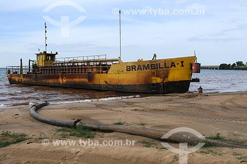 Assunto: Embarcação usada para extração e transporte de areia no Rio Tietê  / Local: Pereira Barreto - São Paulo (SP) - Brasil / Data: 10/2013