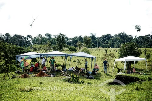 Assunto: Trabalho de campo no Sítio do Tequinho próximo aos geoglifos - Coordenado pela Prof. Drª Denise Pahl Schaan (UFPA) / Local: Acre (AC) - Brasil / Data: 05/2013