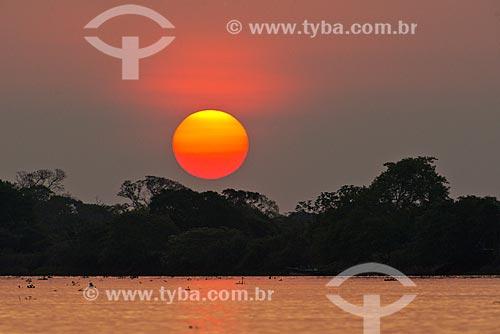 Assunto: Pôr do sol no Rio Cuiabá / Local: Mato Grosso (MT) - Brasil / Data: 10/2012