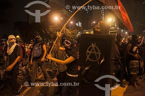 Assunto: Manifestantes mascarados na Avenida Rio Branco / Local: Centro - Rio de Janeiro (RJ) - Brasil / Data: 10/2013