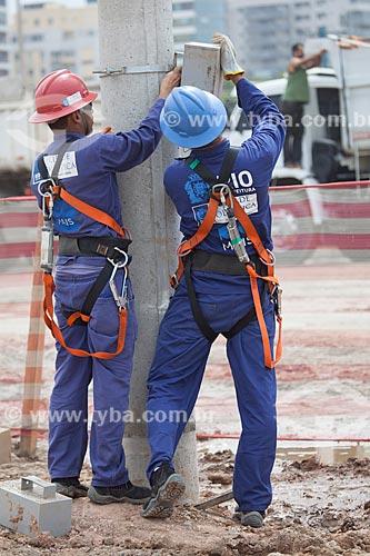 Assunto: Operários trabalhando no Parque Olímpico Rio 2016 - antigo Autódromo Internacional Nelson Piquet - Autódromo de Jacarepaguá / Local: Barra da Tijuca - Rio de Janeiro (RJ) - Brasil / Data: 10/2013