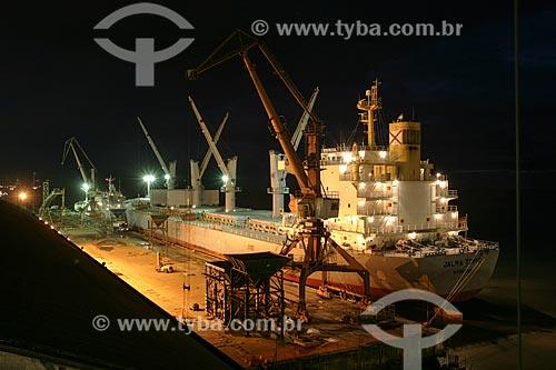 Navio atracado no Complexo Portuário de Itaqui  - São Luís - Maranhão - Brasil