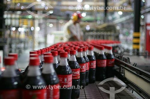 Linha de produção na fábrica da Coca-Cola  - Rio de Janeiro - Rio de Janeiro - Brasil