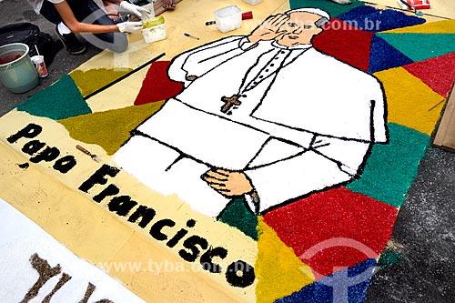 Assunto: Tapete para a procissão de Corpus Christi na Avenida Chile com a imagem do Papa Francisco / Local: Centro - Rio de Janeiro (RJ) - Brasil / Data: 05/2013