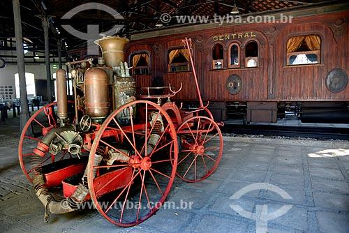 Carro de Bombeiro do início do século com o Carro Imperial (1886) - também conhecido como Carro do Imperador, importado da Bélgica - ao fundo no Museu do Trem (1984)  - Rio de Janeiro - Rio de Janeiro - Brasil