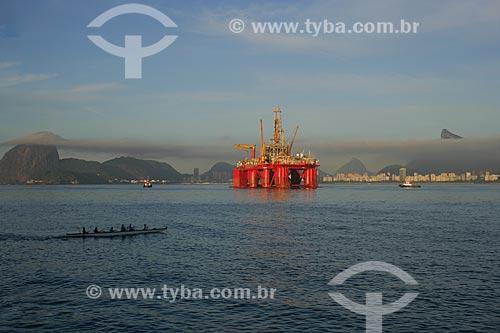 Vista de plataforma de petróleo  - Niterói - Rio de Janeiro - Brasil