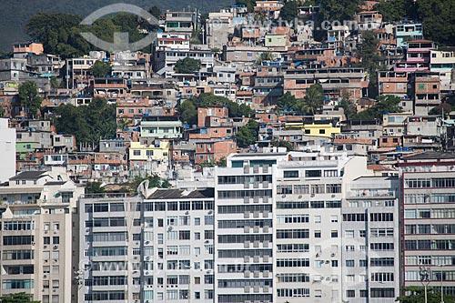 Assunto: Prédios na Praia do Leme com o Morro Chapéu Mangueira ao fundo / Local: Leme - Rio de Janeiro (RJ) - Brasil / Data: 11/2013
