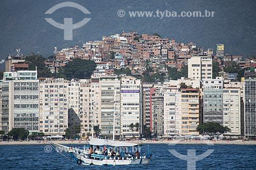 Assunto: Prédios na Praia de Copacabana - próximo a Rua Souza Lima - com a favela do Cantagalo ao fundo / Local: Copacabana - Rio de Janeiro (RJ) - Brasil / Data: 11/2013