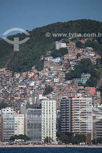 Assunto: Prédios na Praia de Copacabana - próximo a Rua Sá Ferreira - com a favela Pavão Pavãozinho ao fundo / Local: Copacabana - Rio de Janeiro (RJ) - Brasil / Data: 11/2013