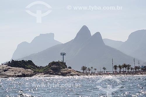Assunto: Pedra do Arpoador e Praia do Diabo - à direita - com o Morro Dois Irmãos e a Pedra da Gávea ao fundo / Local: Ipanema - Rio de Janeiro (RJ) - Brasil / Data: 11/2013