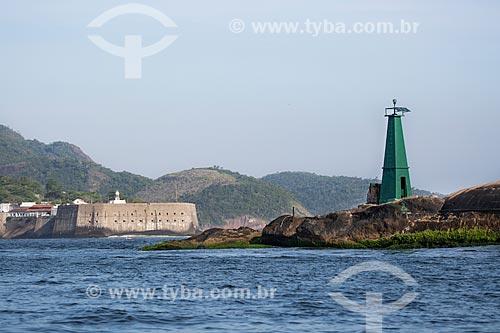 Assunto: Vista do Forte Tamandaré da Laje (1555) - à direita - com a Fortaleza de Santa Cruz (1612) ao fundo / Local: Rio de Janeiro (RJ) - Brasil / Data: 11/2013