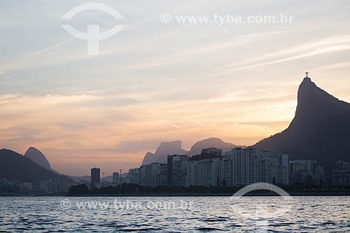 Assunto: Pôr do sol na Enseada de Botafogo com o Cristo Redentor (1931) e Pedra da Gávea ao fundo / Local: Botafogo - Rio de Janeiro (RJ) - Brasil / Data: 11/2013