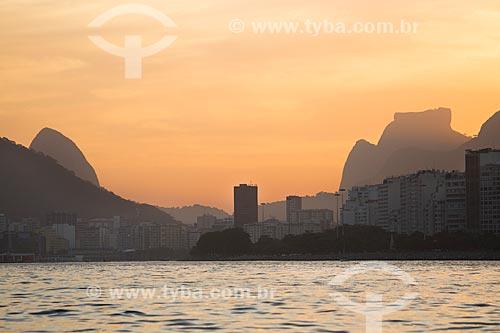 Assunto: Pôr do sol na Enseada de Botafogo com a Pedra da Gávea ao fundo / Local: Botafogo - Rio de Janeiro (RJ) - Brasil / Data: 11/2013