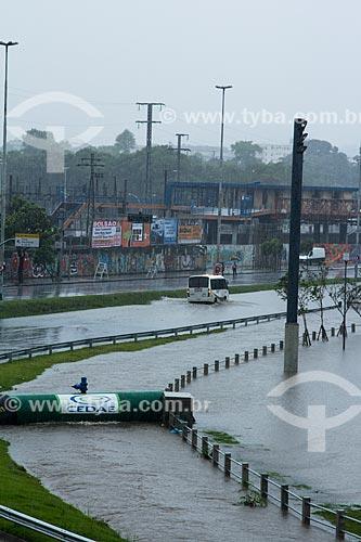 Assunto: Avenida Presidente Castelo Branco (Radial Oeste) durante enchente do Rio Joana / Local: Maracanã - Rio de Janeiro (RJ) - Brasil / Data: 12/2013