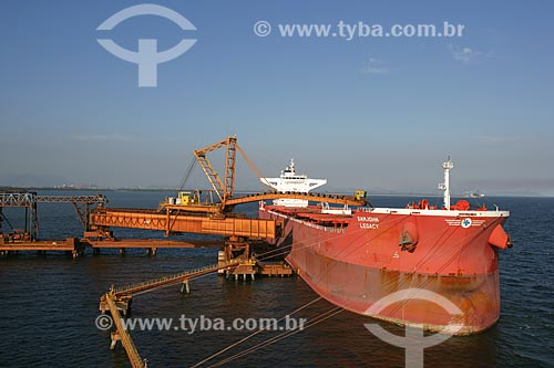 Embarque de minério da empresa Vale em cargueiro no Porto de Itaguaí  - Itaguaí - Rio de Janeiro - Brasil