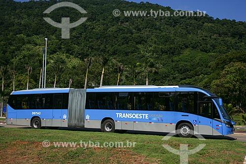 Ônibus articulado em circulação - Bus Rapid Transit   - Rio de Janeiro - Rio de Janeiro - Brasil