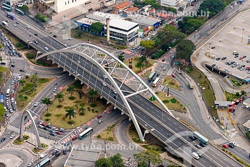 Assunto: Vista aérea da ponte metálica Reynaldo de Oliveira na Avenida dos Autonomistas / Local: Osasco - São Paulo (SP) - Brasil / Data: 10/2013