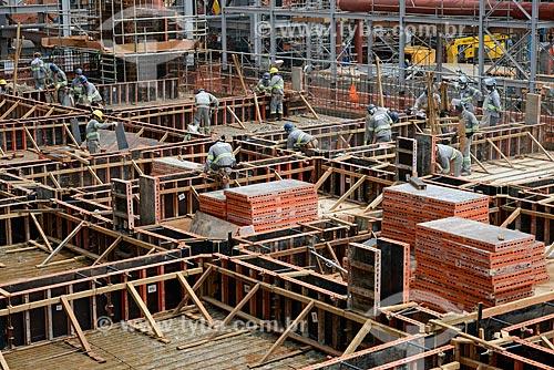 Assunto: Operários na obra de construção da Unidade de Fertilizantes Nitrogenados da PETROBRAS / Local: Três Lagoas - Mato Grosso do Sul (MS) - Brasil / Data: 09/2013