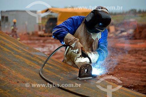 Assunto: Soldagem de placa do tanque de amônia na construção da Unidade de Fertilizantes Nitrogenados da PETROBRAS / Local: Três Lagoas - Mato Grosso do Sul (MS) - Brasil / Data: 09/2013
