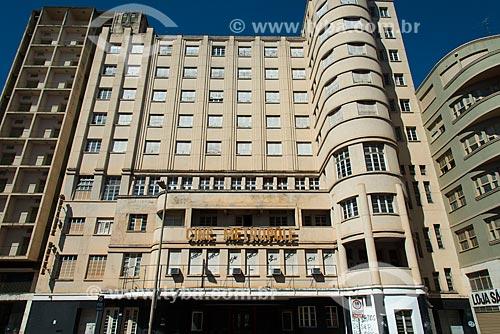 Assunto: Cine Metrópole - edifício histórico da década de 1920 na Avenida / Local: Uberaba - Minas Gerais (MG) - Brasil / Data: 10/2013