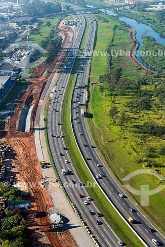 Assunto: Vista aérea da construção de via marginal na Rodovia Ayrton Senna na altura de Guarulhos / Local: Guarulhos - São Paulo (SP) - Brasil / Data: 06/2013