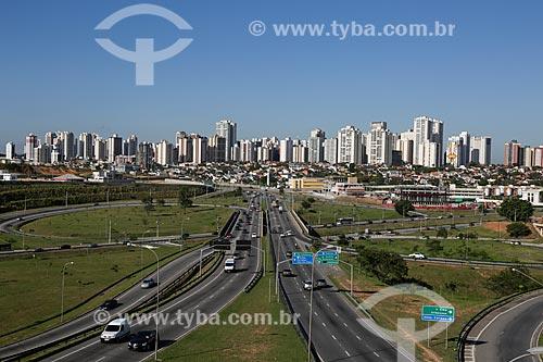 Vista do Anel Viário com bairro Jardim Aquarius ao fundo  - São José dos Campos - São Paulo - Brasil