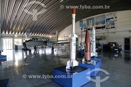 Maquetes dos foguetes Sonda e satélite recuperado (vermelho) no Memorial Aeroespacial Brasileiro (MAB)  - São José dos Campos - São Paulo - Brasil
