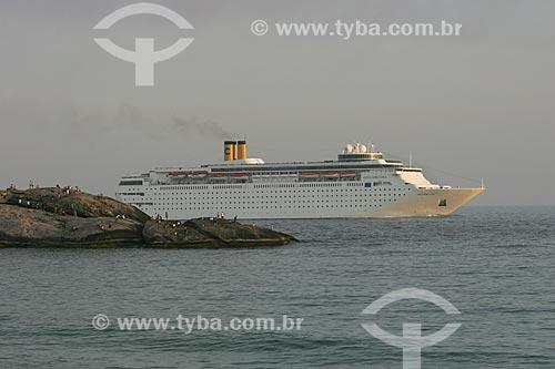 Praia do Arpoador com Navio de cruzeiro ao fundo  - Rio de Janeiro - Rio de Janeiro - Brasil
