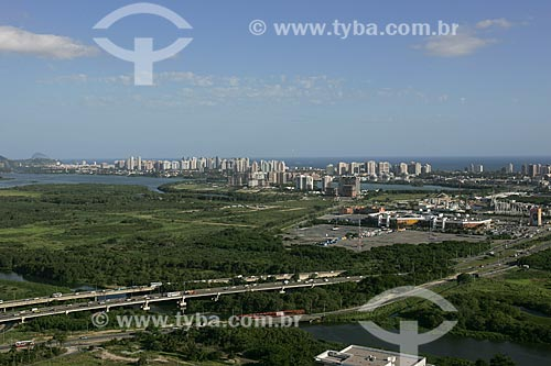 Vista aérea da Barra da Tijuca com Lagoa de Camorim em primeiro plano  - Rio de Janeiro - Rio de Janeiro - Brasil