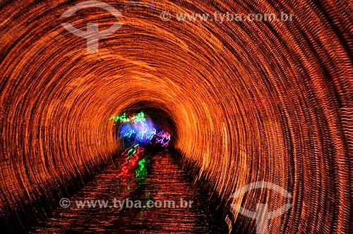 Assunto: Túnel colorido / Local: Xangai - China - Ásia / Data: 04/2013