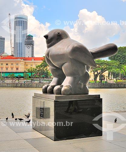 Assunto: Escultura de pássaro às margens do Rio Cingapura do artista colombiano Fernando Botero / Local: República de Cingapura - Ásia / Data: 03/2013