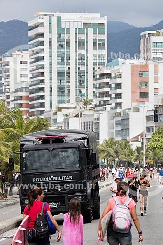 Assunto: Caminhão da Polícia Militar na Avenida Vieira Souto - reforço no policiamento devido aos arrastões / Local: Ipanema - Rio de Janeiro (RJ) - Brasil / Data: 11/2013