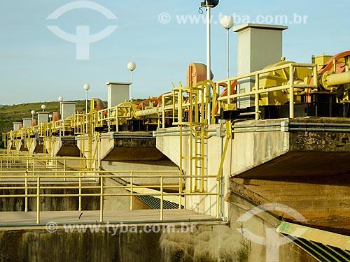 Assunto: Comportas do vertedouro da Usina Hidrelétrica de Furnas / Local: São José da Barra - Minas Gerais (MG) - Brasil / Data: 12/2013