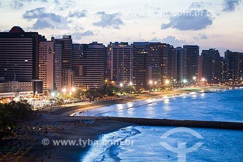 Assunto: Vista noturna da orla de Fortaleza com o espigão da Praia de Iracema / Local: Fortaleza - Ceará (CE) - Brasil / Data: 11/2013