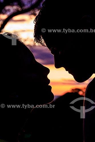 Assunto: Casal ao pôr do sol na Chapada dos Guimarães / Local: Chapada dos Guimarães - Mato Grosso (MT) - Brasil / Data: 03/2013