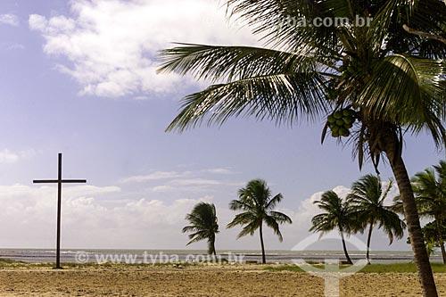 Assunto: Cruz em Coroa Vermelha - região onde desembarcou Pedro Álvares Cabral e onde foi realizada a primeira missa no Brasil / Local: Santa Cruz Cabrália - Bahia (BA) - Brasil / Data: 04/1991