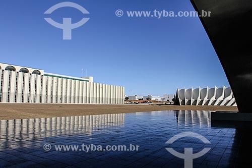 Assunto: Vista do Salão Guararapes e do Teatro Pedro Calmon a partir da Concha Acústica de Brasília (1969) / Local: Brasília - Distrito Federal (DF) - Brasil / Data: 08/2013